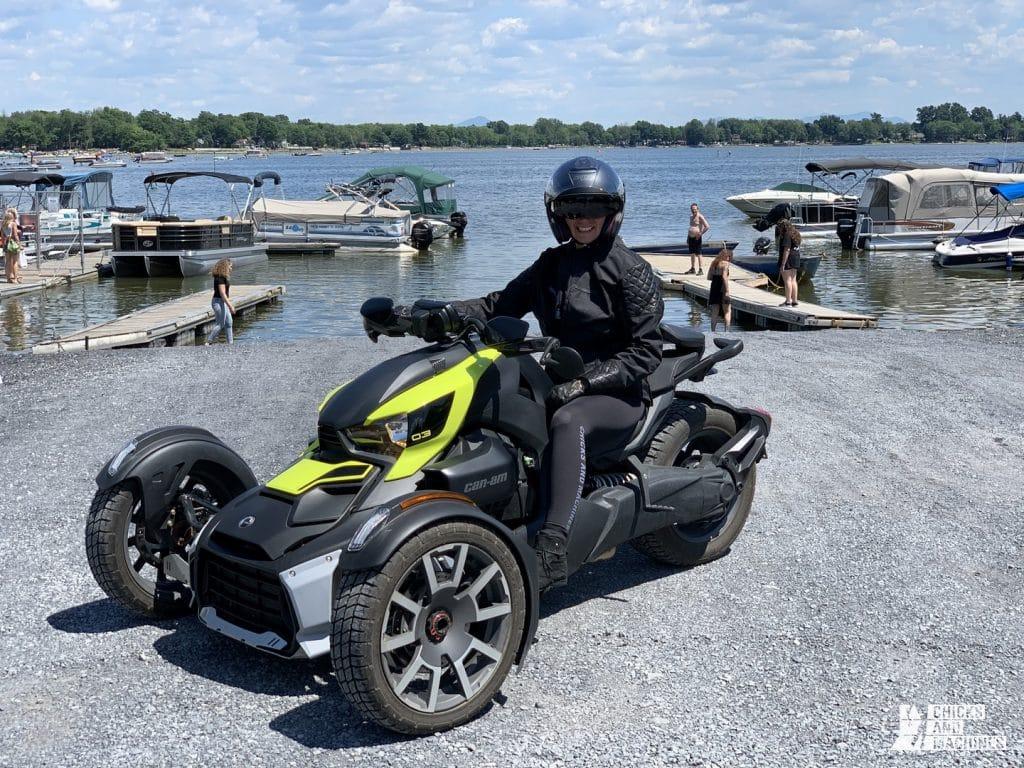 Une fille de Harley essai le Ryker 900 de Can-Am