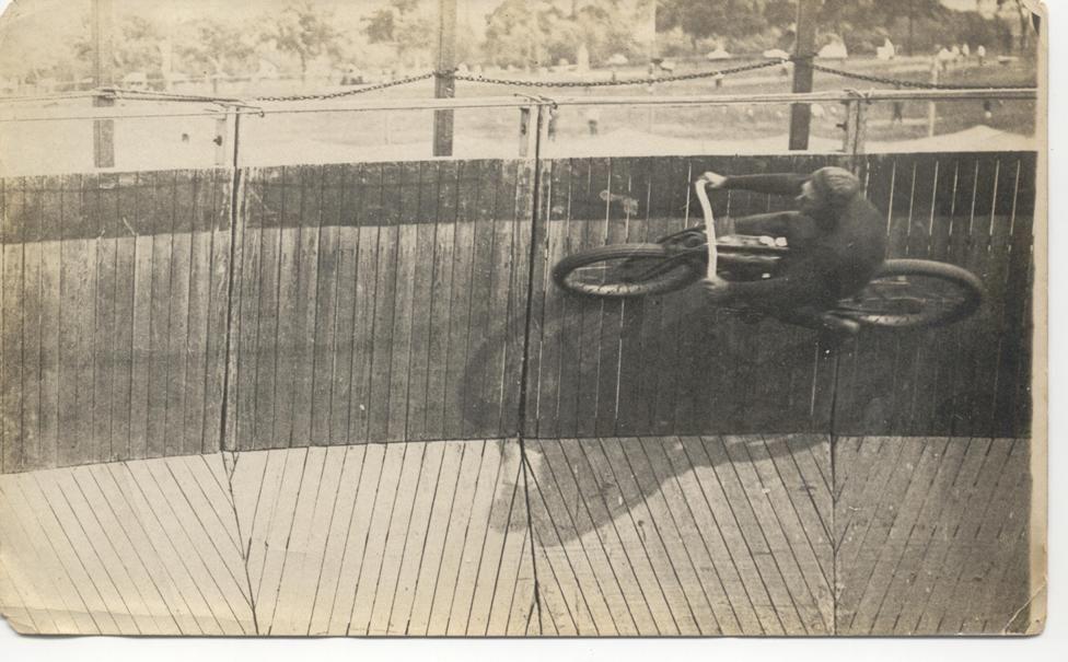 100 ANS DE MOTO AU QUÉBEC - UNE HISTOIRE À DÉCOUVRIR