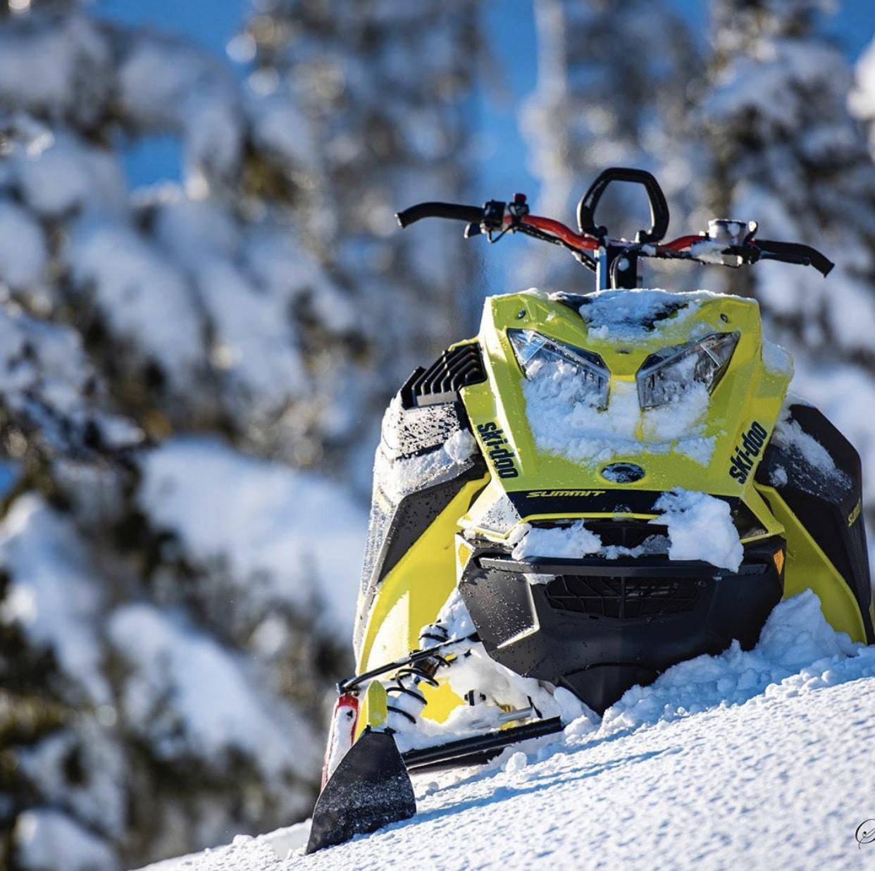 """Ma """"date"""" avec le Summit Turbo 850 E-TEC 2020 de Ski-doo"""