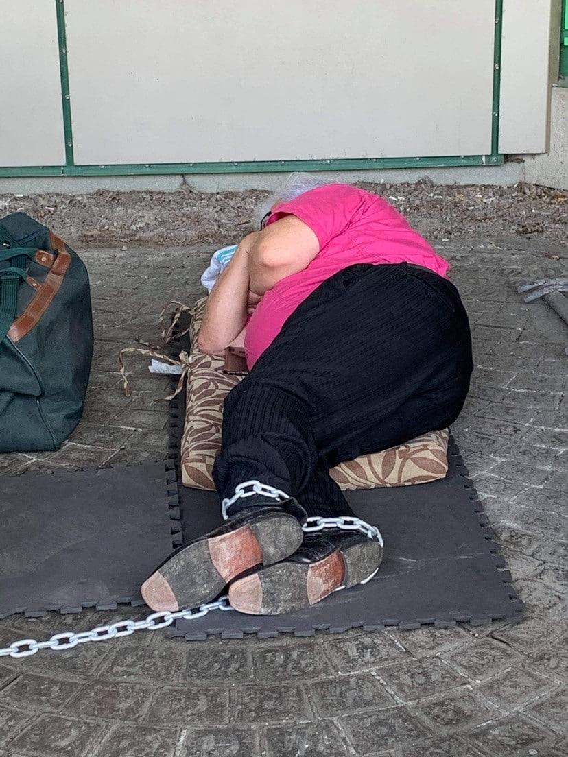 Rejean Bacon, conché devant les bureaux de la SAAQ de québec.