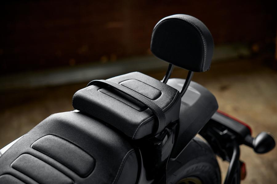 The different saddles designs. So badass! Photo: https://www.harley-davidson.com/ca/en/motorcycles/sportster-s.html