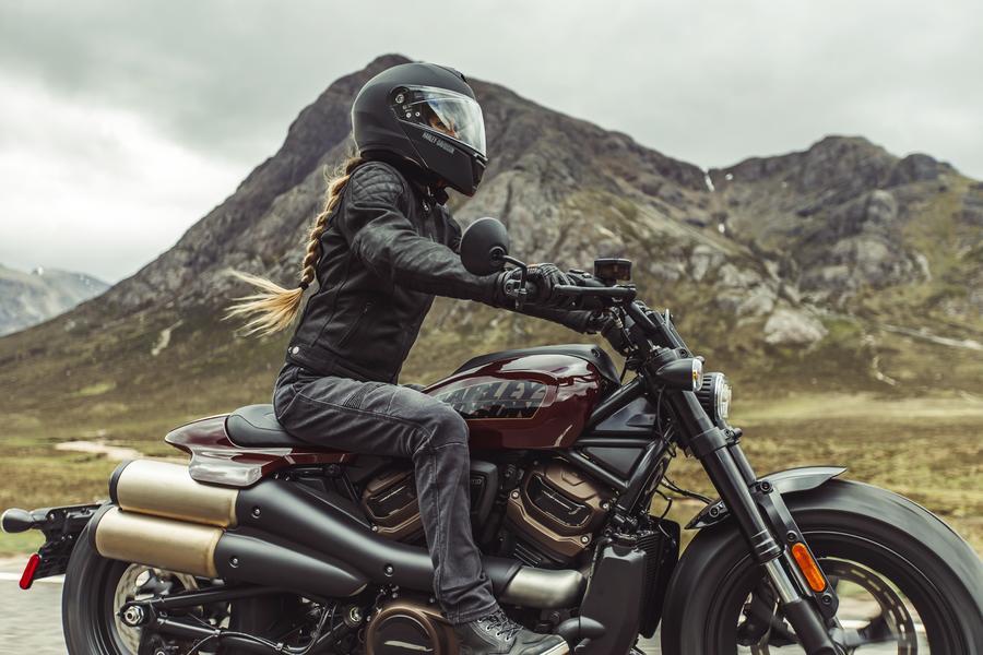 The 2021 Sportster S, for a fierce look! Photo: https://www.harley-davidson.com/ca/en/motorcycles/sportster-s.html
