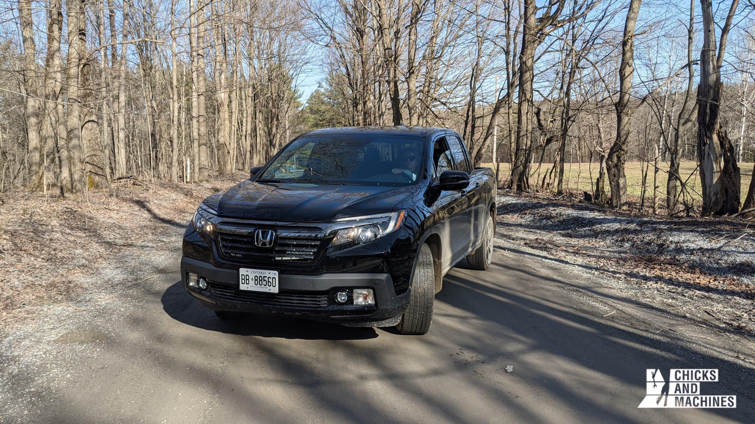 Cyndi au volant du Honda Ridgeline Black Edition 2020