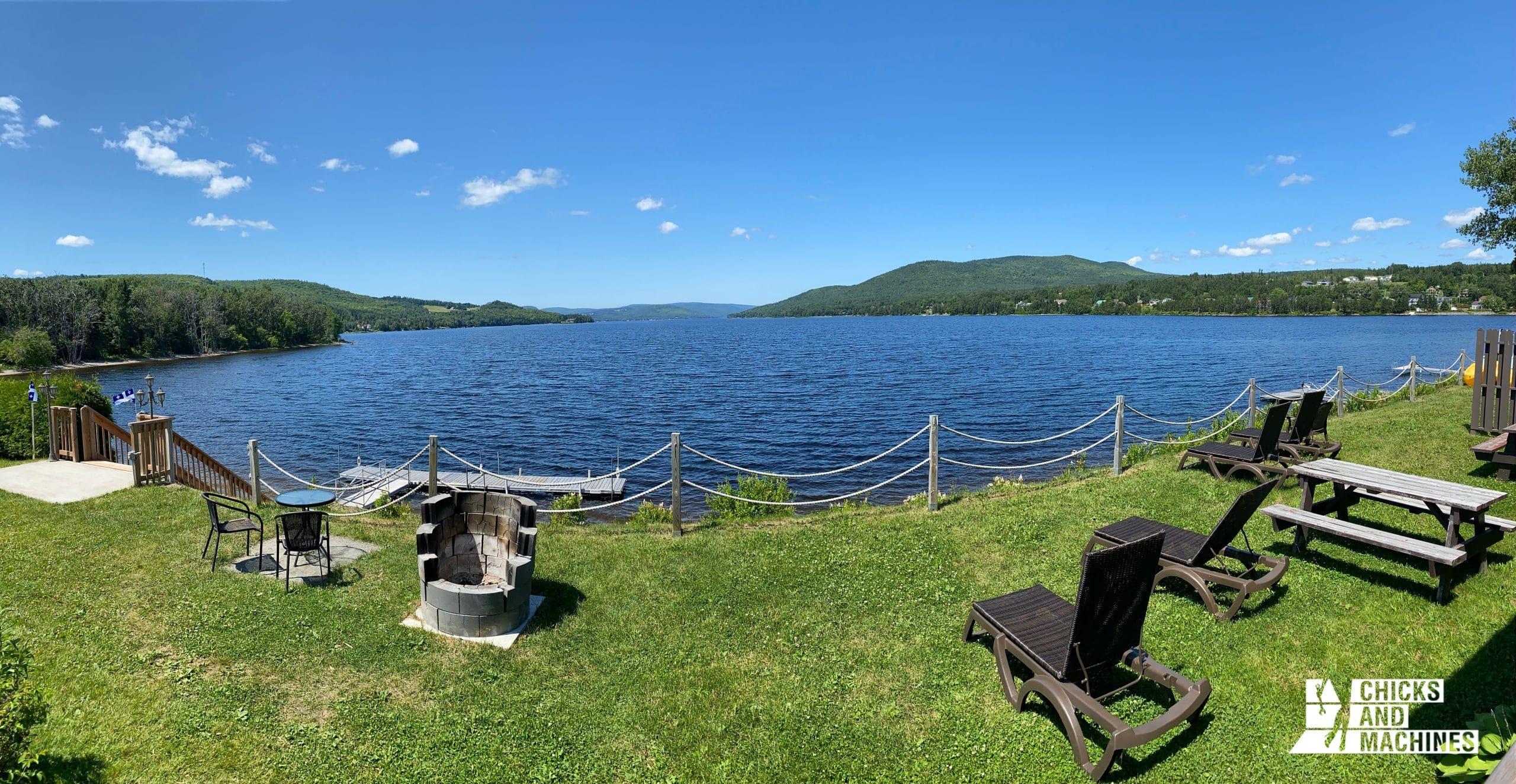 La vue de la terrasse sur le Lac Pohénégamook...Wow !