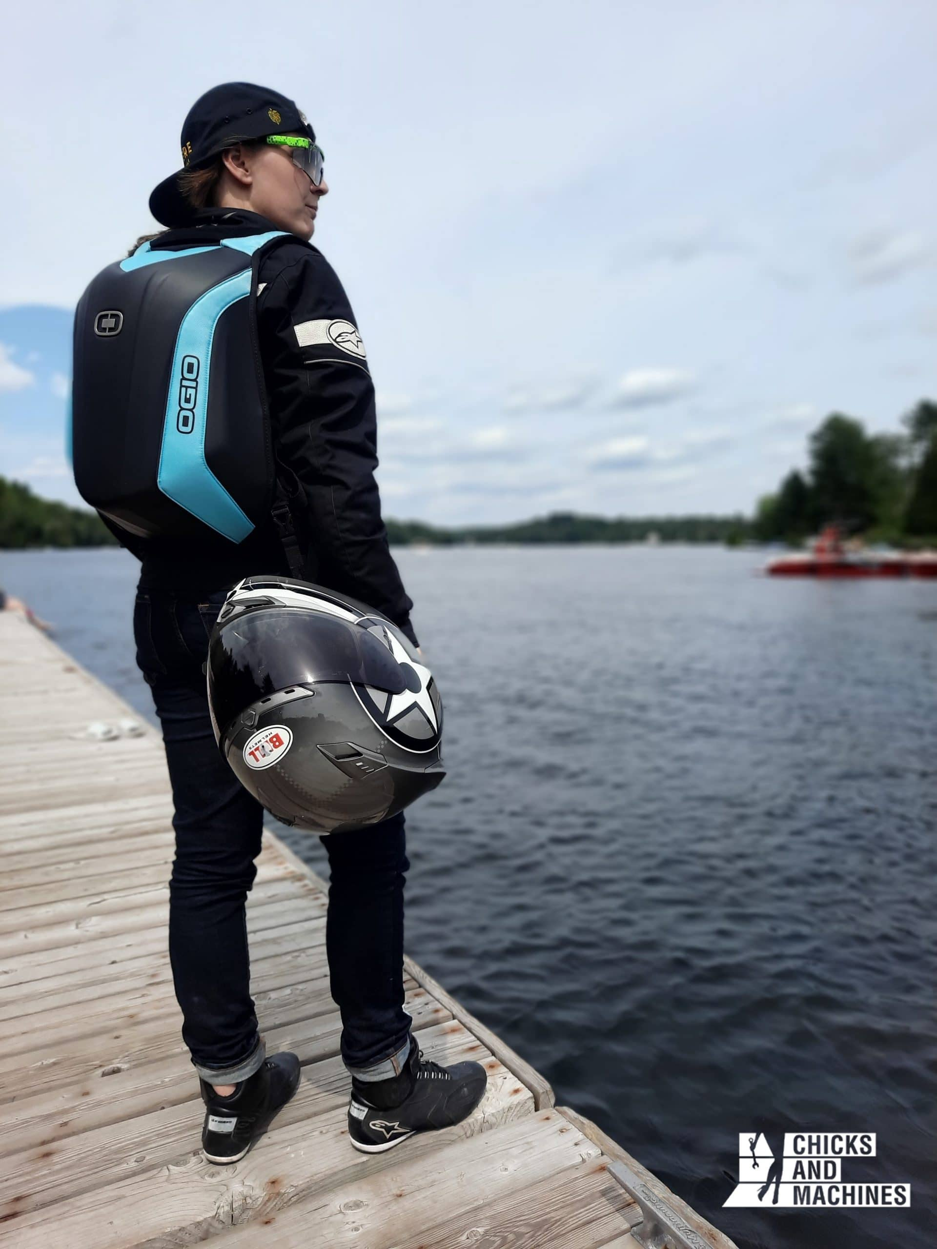 The removable strap of the OGIO Mach 3S LE bag keeps your hands free!