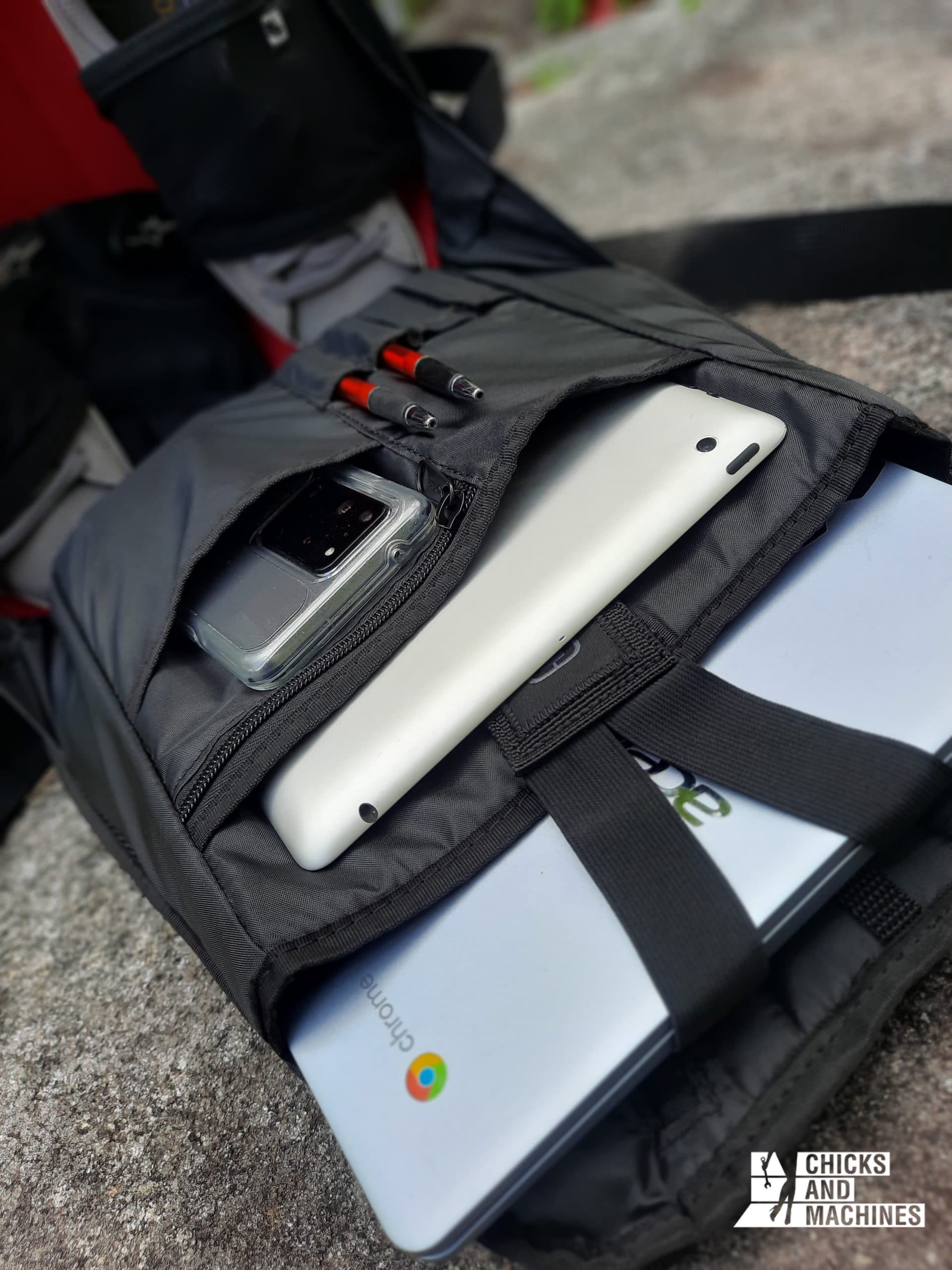 The practical interior storage of the OGIO Mach 3S LE