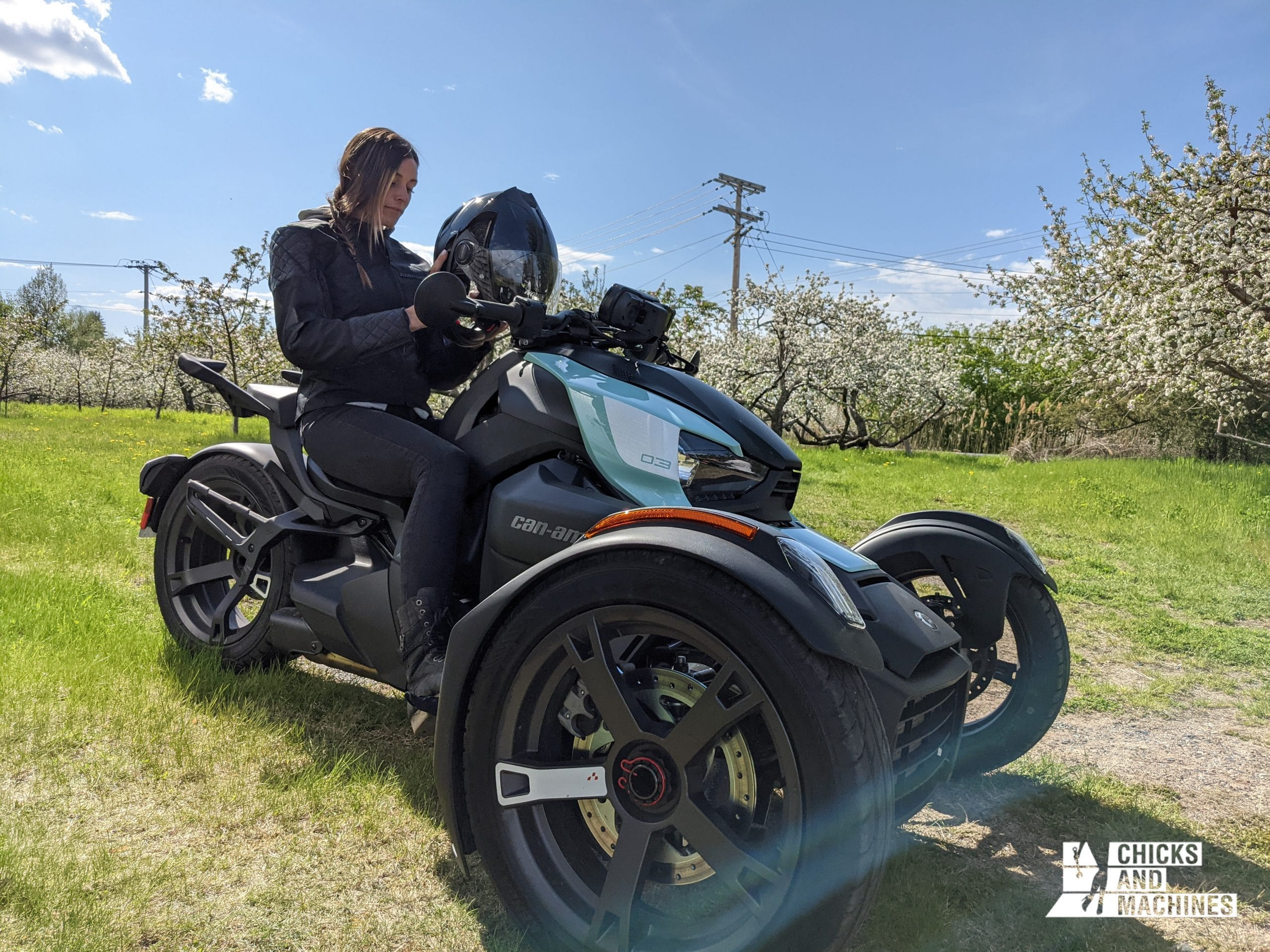 Émilie après son cours de moto 3 roues.