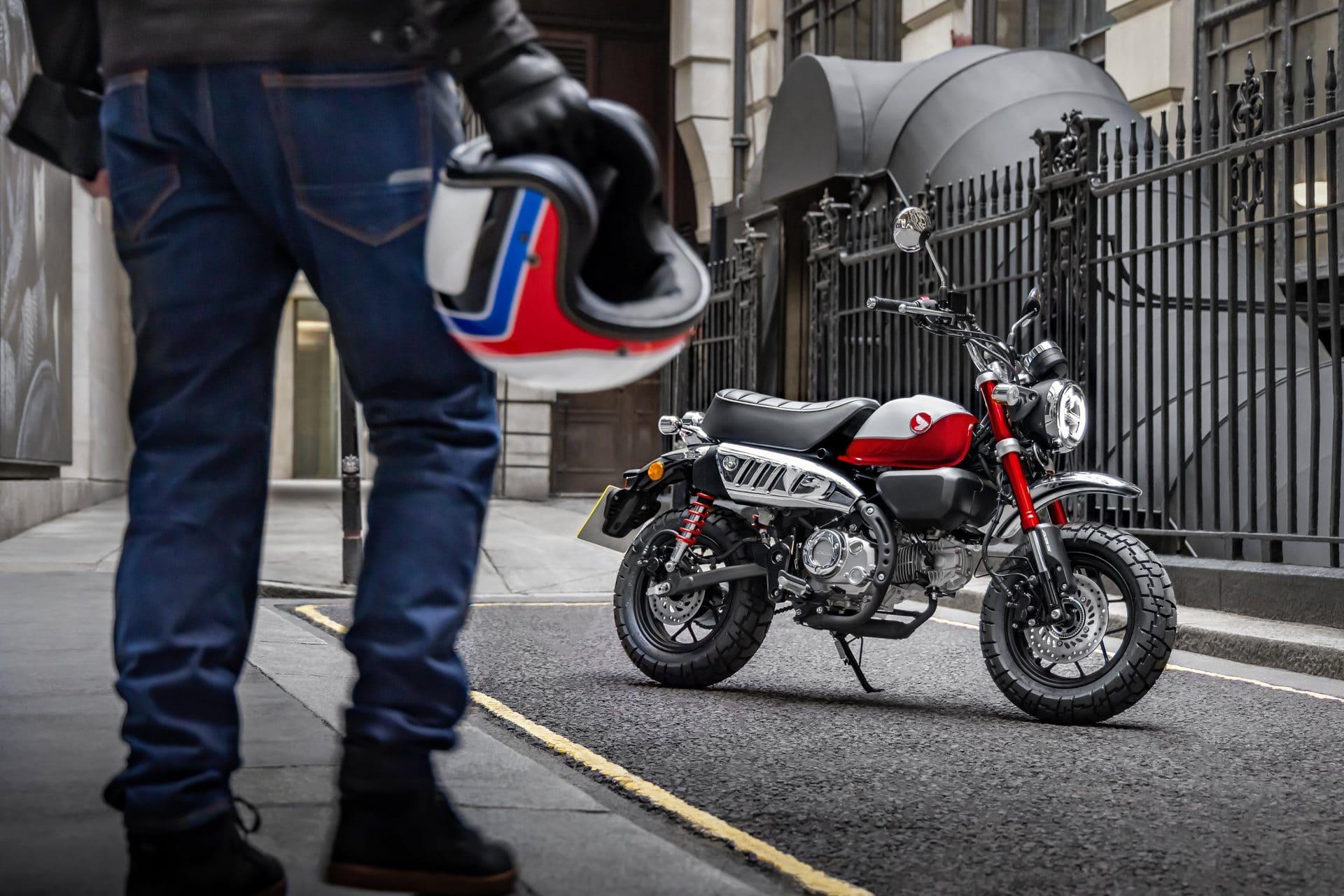 La Honda Monkey 2022 arrive au Canada ! Source : https://motorcycle.honda.ca/model/minimoto_fr/monkey/2022
