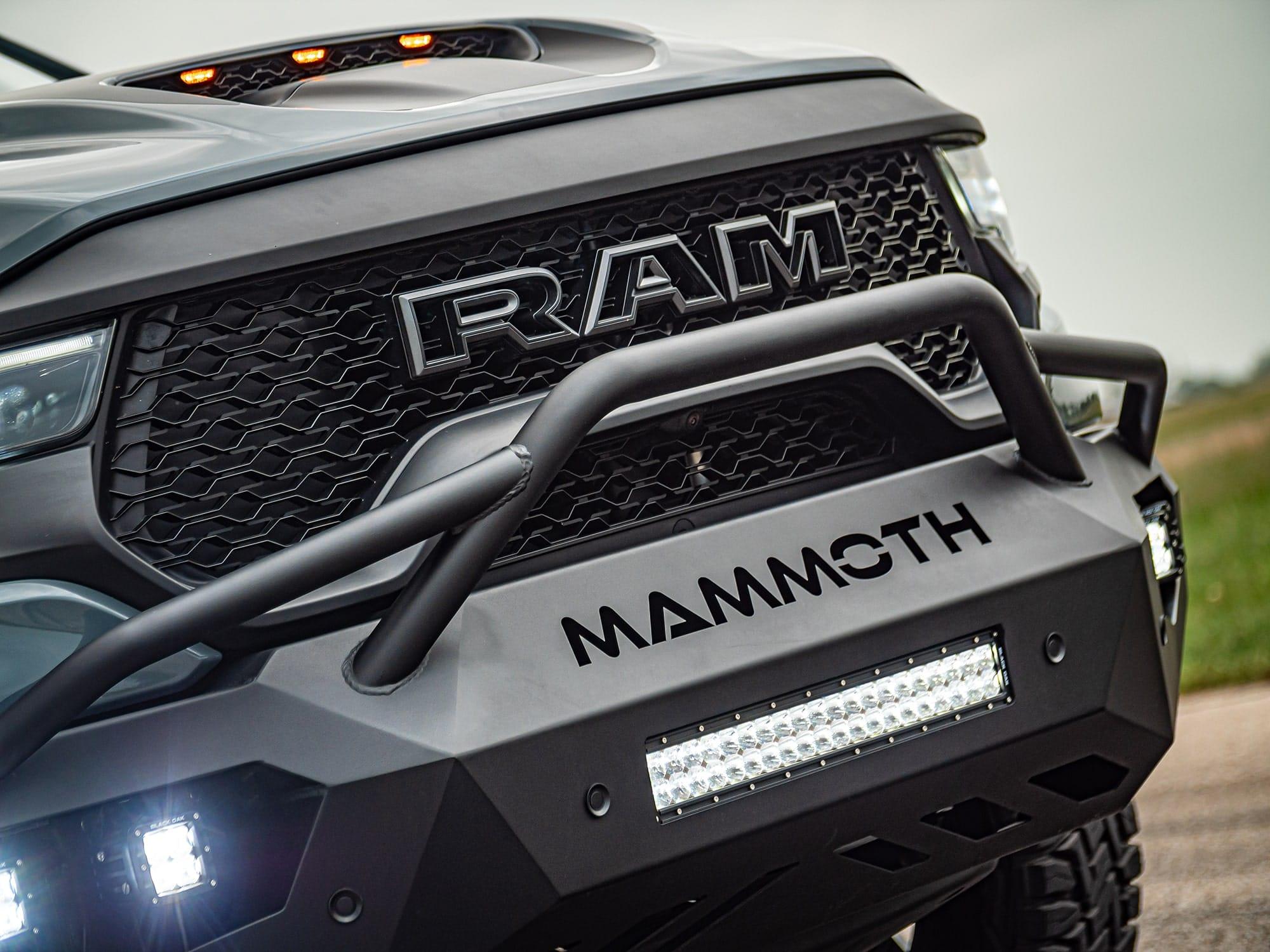 Les pare-chocs sur mesure du MAMMOTH OFF-ROAD STAGE 1. Source: http://hennesseyperformance.com/vehicles/dodge/ram-1500-trx/