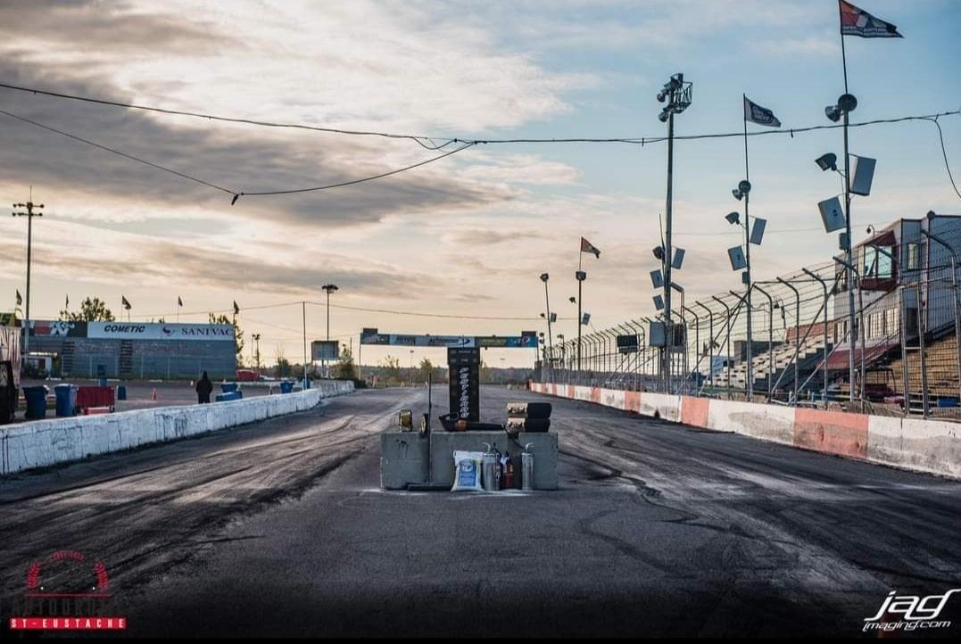L'Autodrome St-Eustache, une fermeture qui en a déçu plus d'un! Source: http://www.jagimaging.com/
