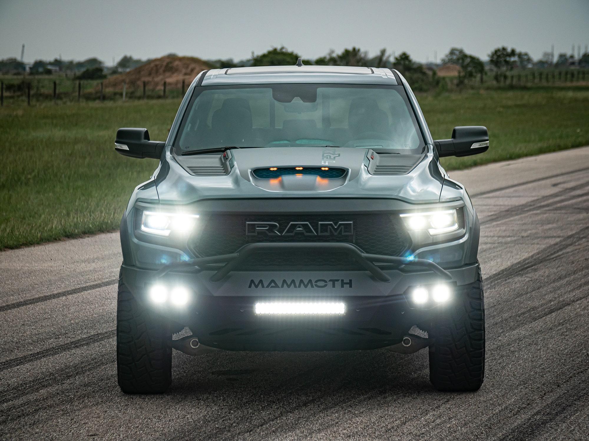 Le RAM 1500 TRX Mammoth, un look à faire tourner des têtes ! Source: http://hennesseyperformance.com/vehicles/dodge/ram-1500-trx/