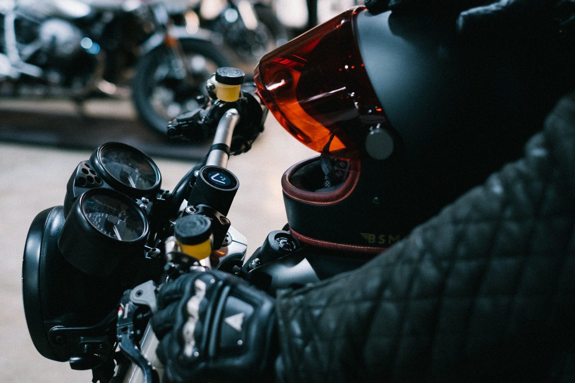 S'habiller à moto, un sujet délicat qui réveille les passions. Crédit Photo Unsplash
