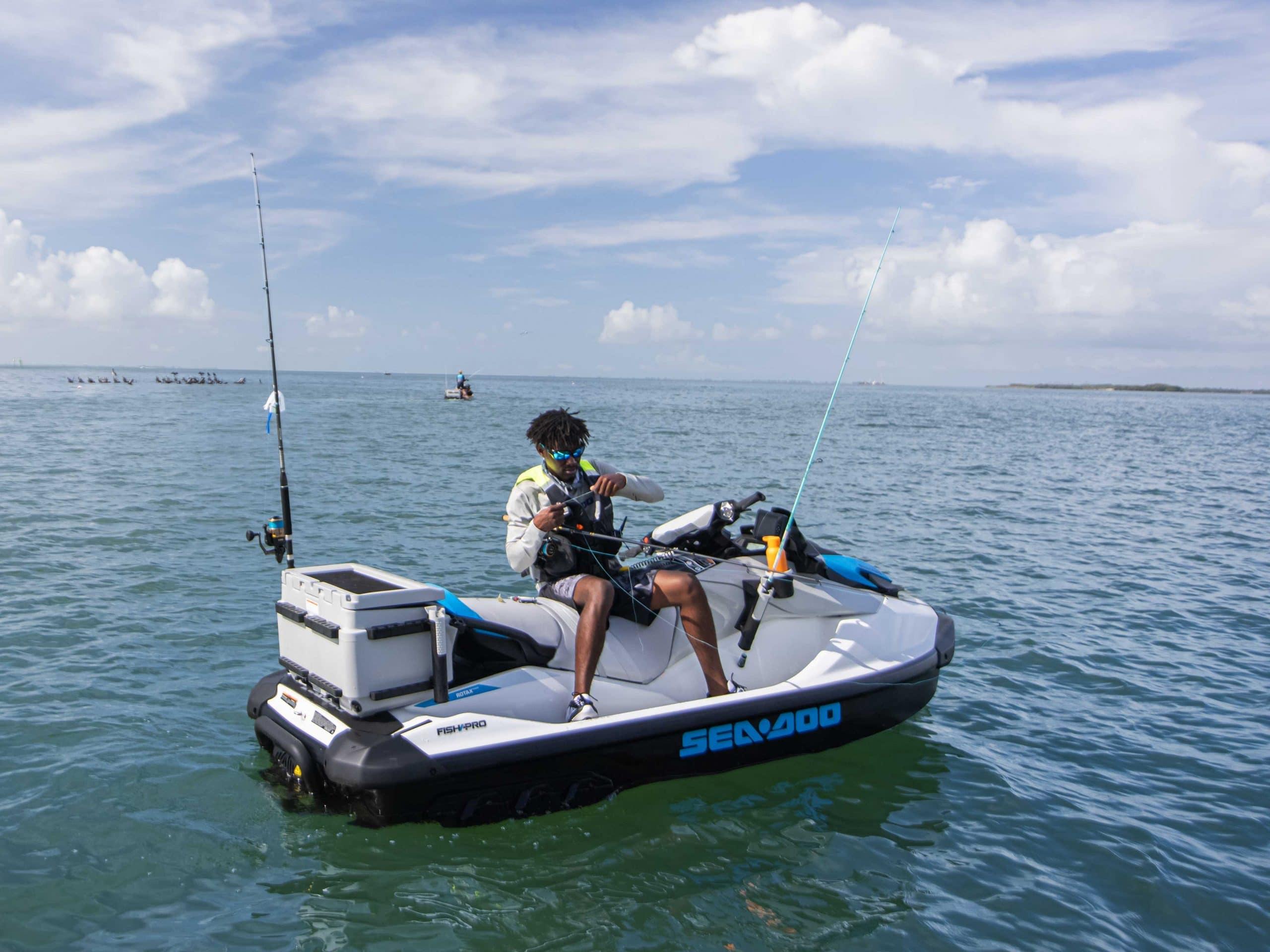 Le Sea-Doo FishPro Scout. Source: Le rangement avant du Sea-Doo FishPro Scout. Source: https://www.sea-doo.com/ca/fr/modeles/sport-fishing/fish-pro-scout.html