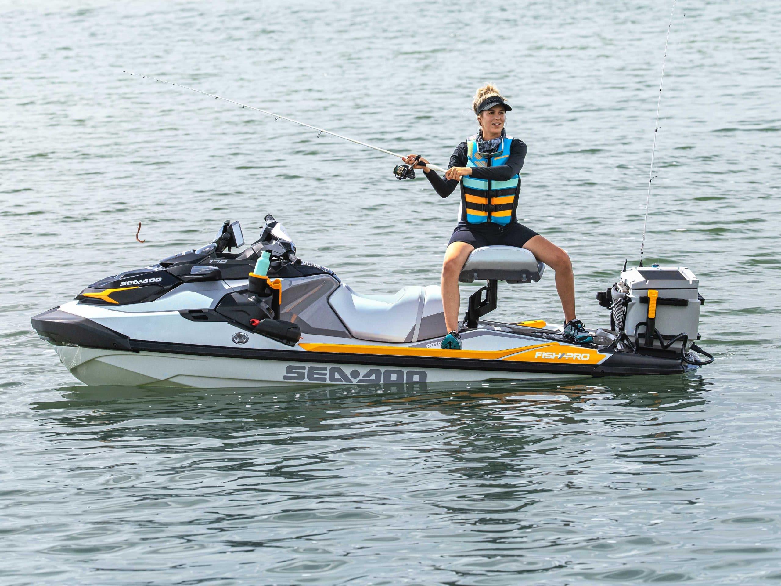 Le banc pivotant modulaire du FishPro Trophy. Source: https://www.sea-doo.com/ca/fr/modeles/sport-fishing/fishpro-trophy.html