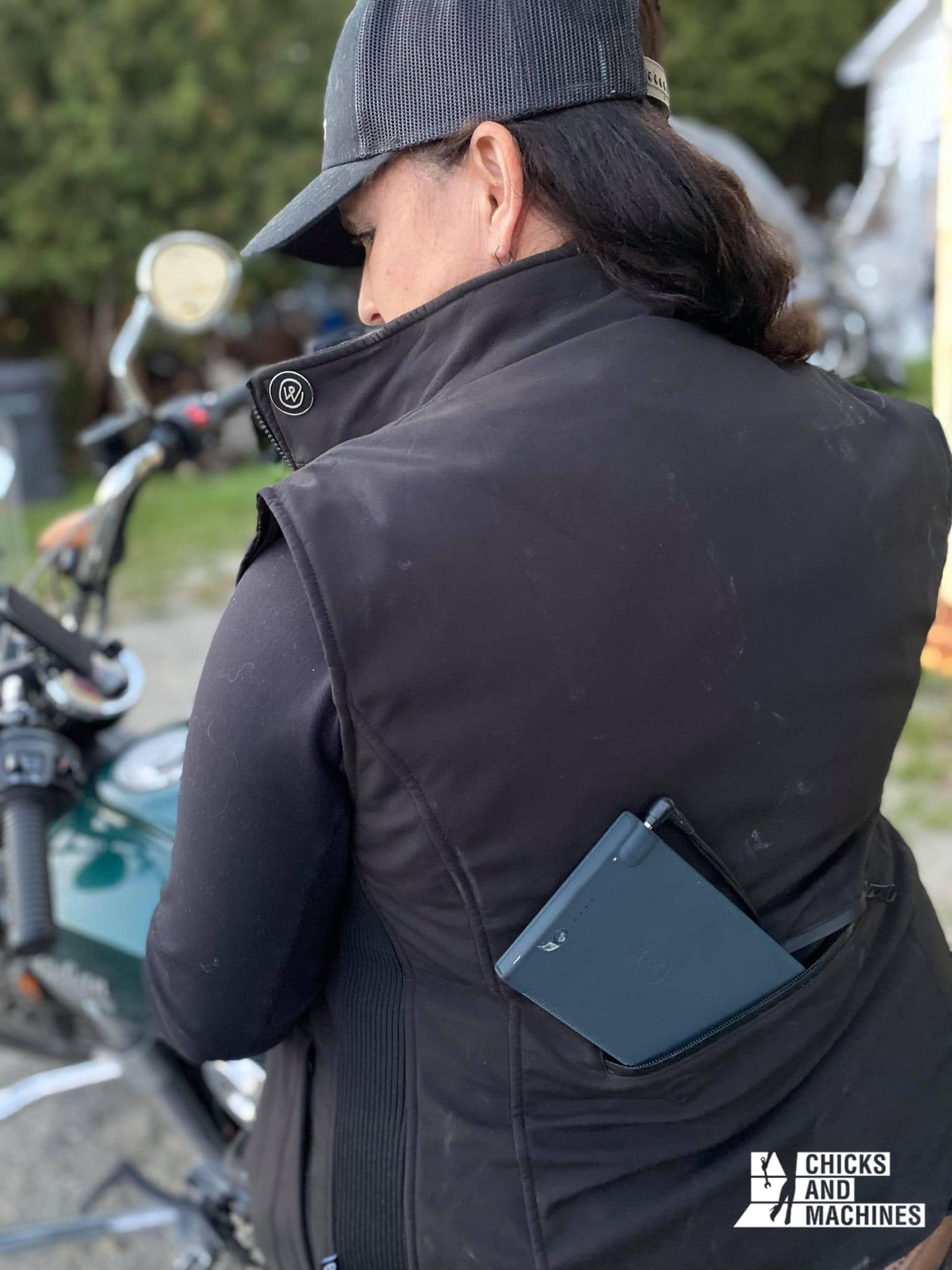 Les batteries dans la poche dorsale offrent jusqu'à 16h de chaleur !