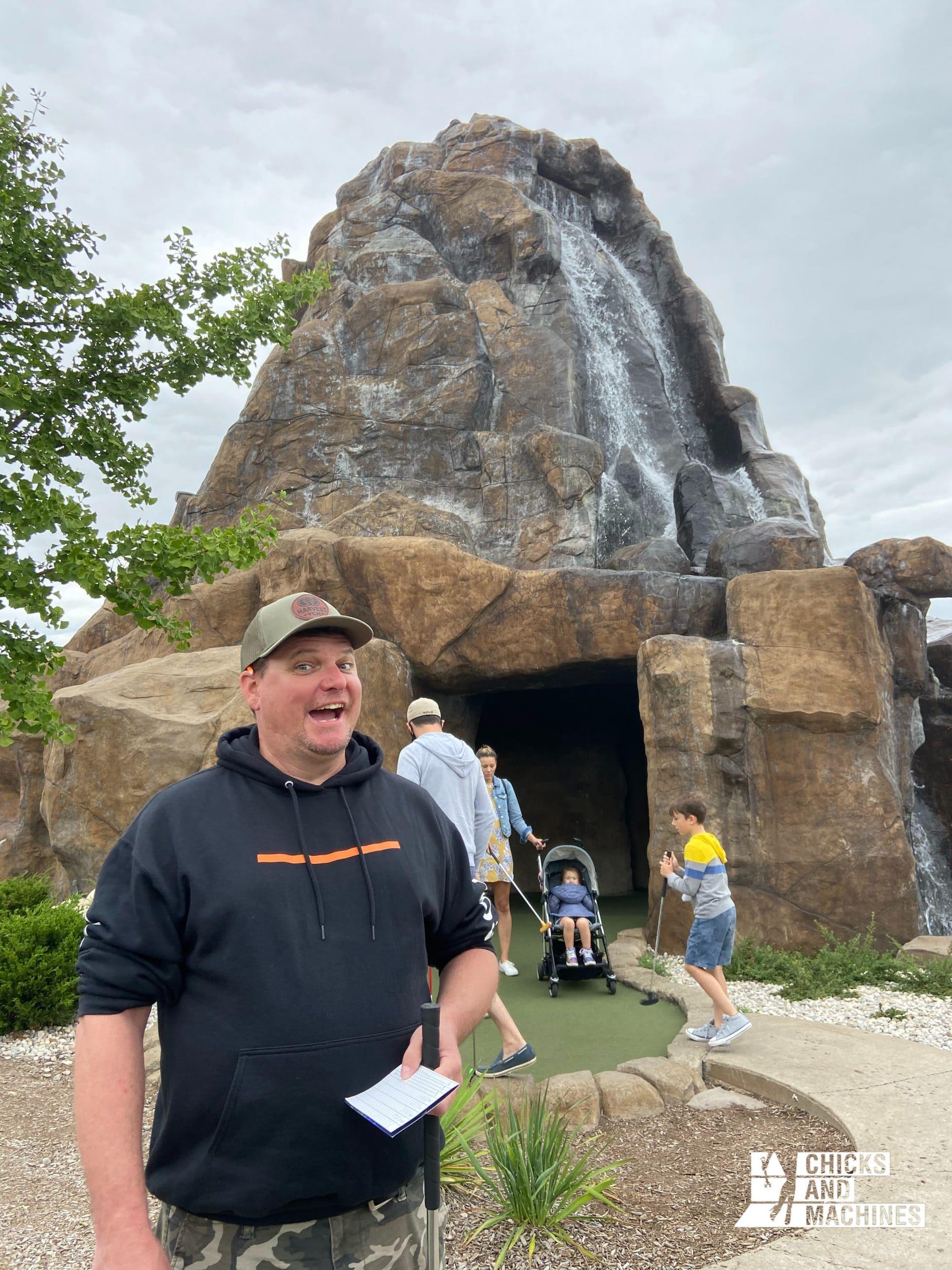 Le mini-golf avec les dinosaures de Niagara Falls !