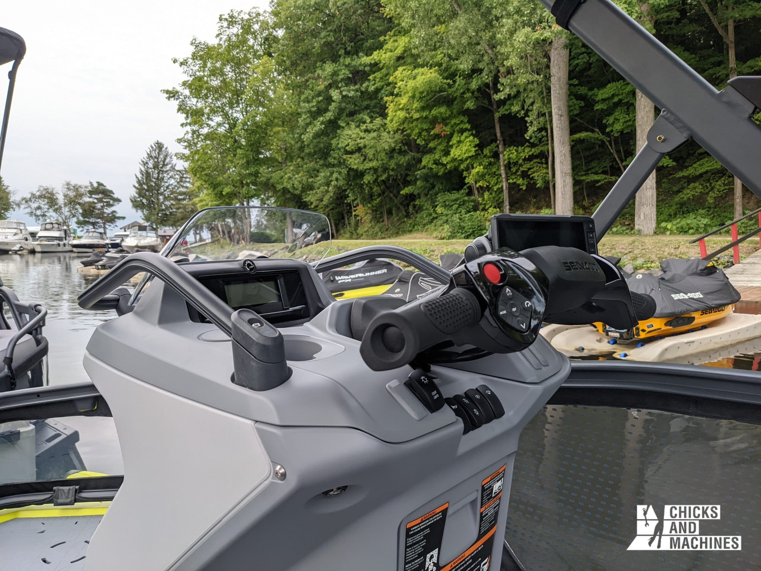 The simple driving of the Switch thanks to the watercraft handlebar