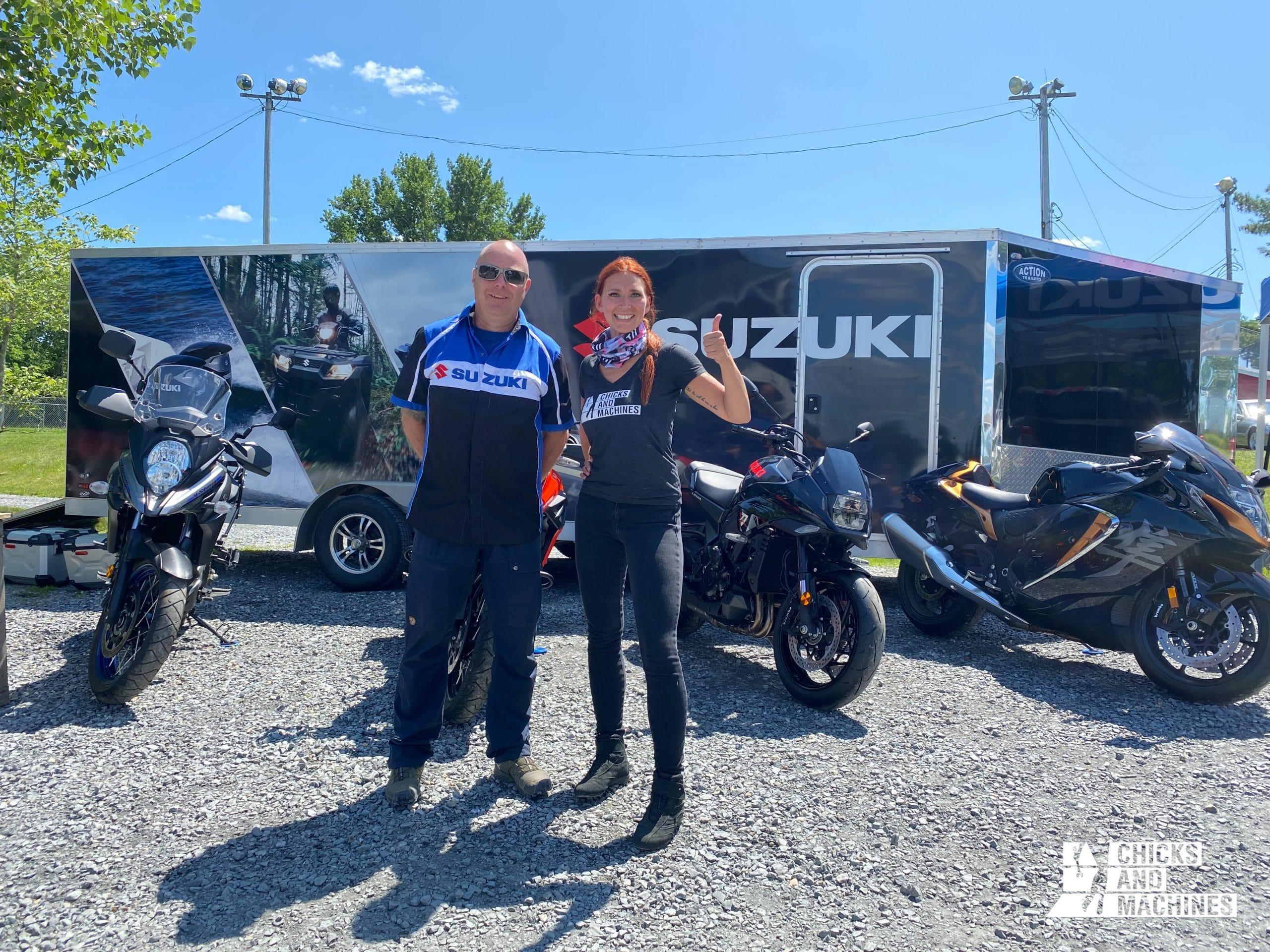 Caro au kiosque de Suzuki Canada