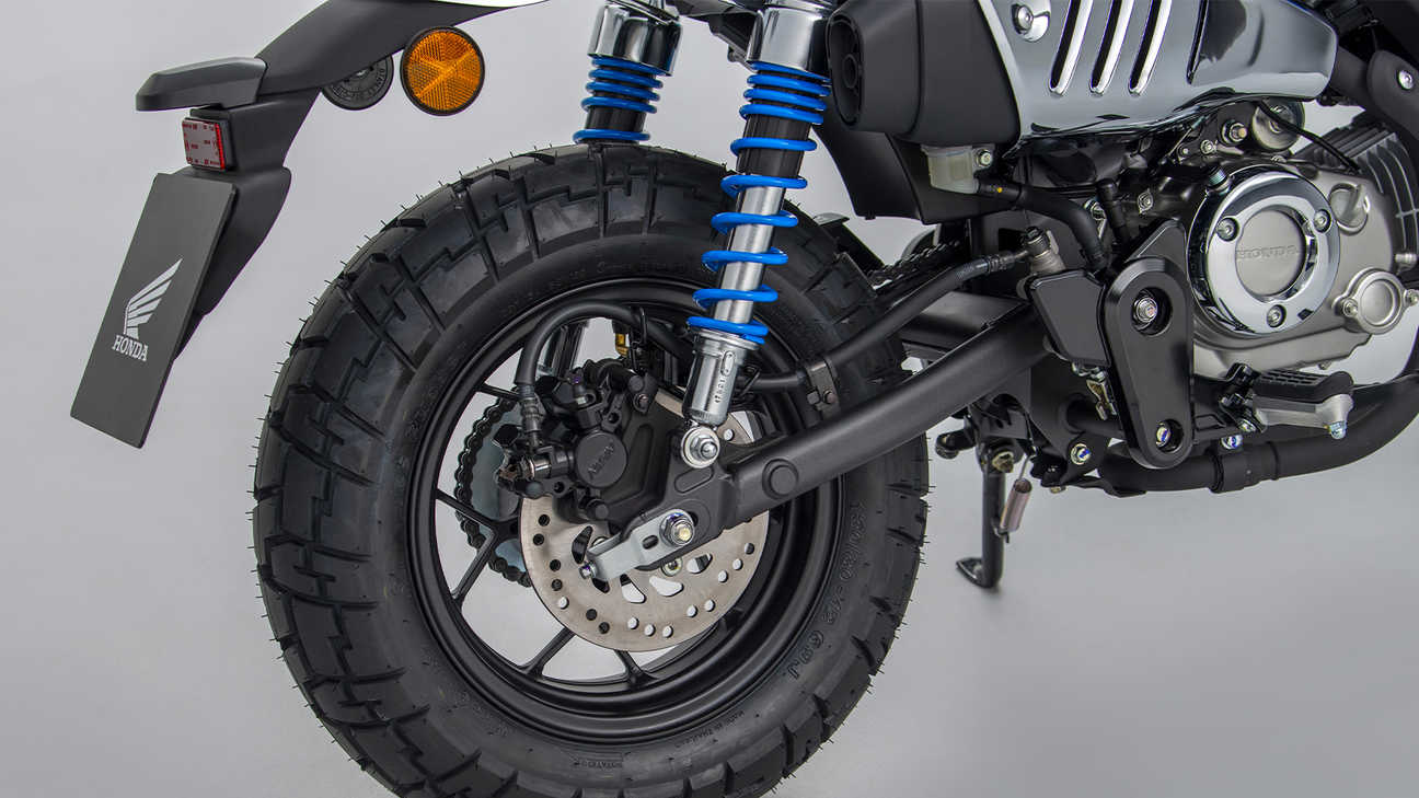 The rear wheel of the Honda Monkey. Source: https://hondanews.eu/eu/lv