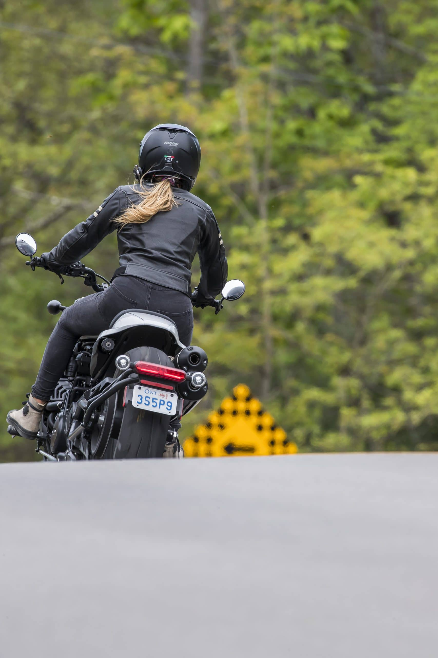 Embarquez derrière Cyndi sur la Sportster S 2021 pour une ride !